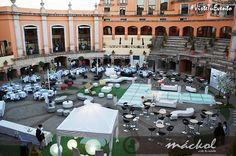 Sillas banqueteras, sillones lounge, pistas de baile, mesas, carpas y más para tu fiesta o evento. #Mobiliario #Eventos #Fiestas