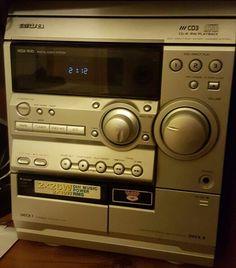 Wieża na kasety magnetofonowe i na płyty CD. Mało spotykany sprzęt w dzisiejszych czasach więc wspomnienie PRL-U :)