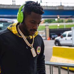 Antonio Brown #84# Steelers Nation 🤙🏽☝🏽🖤💛 Antonio Brown, Steeler Nation, Olympians, Pittsburgh Steelers, Sexy Men, Bae, Football, Blanket, Crochet