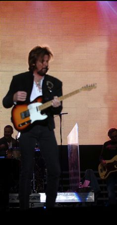 WHO IS RONNIE DUNN ?  COUNTRY THIS !