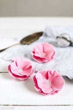 Sokerimassa kukkia piparimuotilla