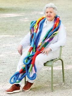 Textiles legend Sheila Hicks Sheila is an artist who works with fiber, line, and color. portrait by Giulia Noni Textile Fiber Art, Textile Artists, Sheila Hicks, Sculpture Textile, Art Populaire, Advanced Style, Yarn Bombing, Textile Jewelry, Jewellery