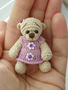 Miniatur Croacheted-Teddybär von Laska auf Etsy