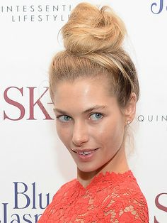 Jessica Hart mastered a statement messy topknot #hairpiration
