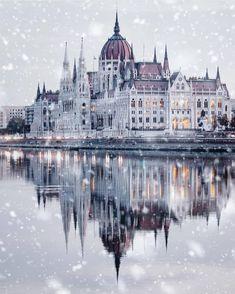 Top 10 Honeymoon Destinations In The World Os 10 melhores destinos para lua de mel no mundo Places To Travel, Travel Destinations, Places To Visit, Winter Destinations, 6 Photos, Travel Photos, Budapest Winter, Houses Of Parliament, Destination Voyage