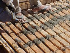 Stilo - Interiorismo, Arquitectura y Diseño :: Solano Benítez. Brick Architecture, Architecture Details, Solano Benitez, Brick Design, Brick Building, Brickwork, Red Bricks, Exposed Brick, Frames On Wall