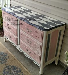 "ReDone To Be ReLoved: Tutorial for ""Harley"" The Harlequin Pattern aka Diamond Pattern Chalk Paint Dresser"