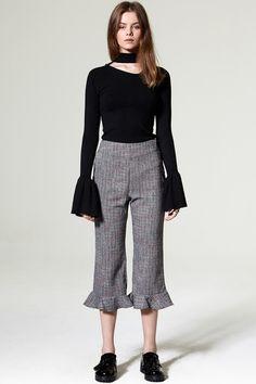 Dula Check Ruffle Pants Discover the latest fashion trends online at storets.com #Ruffle Blouse #Unbalanced Blouse #Cuff Shirt