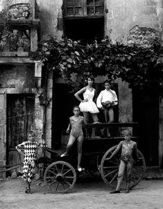 Lucien Clergue : Ruines, cimetières, saltimbanques, charognes - L'Œil de la photographie