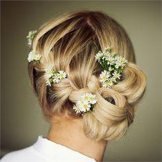 Beach wedding inspiration: Fresh flowers in a French plat wedding hair