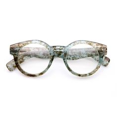 If you spend more than 2 hours a day looking at screens, you should try blue light blocking glasses and exeperience the benefits! Sunglasses Accessories, Sunglasses Women, Mens Glasses Frames, Shell Frame, Computer Glasses, Fashion Eye Glasses, Cute Glasses, Womens Glasses, Other Accessories
