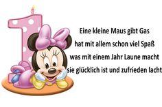 Eine kleine Maus gibt Gas hat mit allem schon viel Spaß was mit einem Jahr Laune macht sie glücklich ist und zufrieden lacht