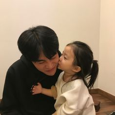 ulzzang group 얼짱 girls boys cute kawaii adorable korean pretty beautiful hot fit japanese asian soft aesthetic g e o r g i a n a : 人 Cute Asian Babies, Korean Babies, Asian Kids, Cute Korean Boys, Cute Babies, Mode Ulzzang, Ulzzang Kids, Ulzzang Couple, Father And Baby