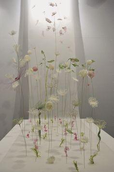 """Laurence Aguerre - Explorations et Sculptures Textiles: """"Un peu d'air"""" à… Sculpture Textile, Sculpture Art, Sculpture Projects, Sculpture Ideas, Art Floral, Flower Installation, Fabric Installation, Laurence, Textiles"""