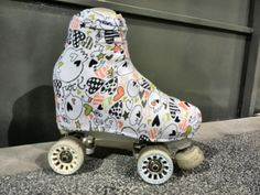 Cubrebotas Burbujas de Colores Verano 2015 Pink Roller Skates, Roller Derby, Roller Skating, Skate Art, Skater Girls, Cloths, Baby Car Seats, Avatar, Baby Strollers