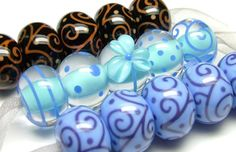 Lampwork tutorial Stringer application by Laura Sparling (This links to a site with lots of other free glass tutorials)