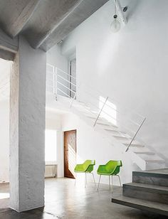 contemporary white on white floating stairway, angled railing, concrete floors, house renovation in La Mancha, by architect Benjamin Cano Minimalist Interior, Modern Interior Design, Interior Architecture, Interior And Exterior, Minimal Decor, Stairways, Interior Inspiration, Beautiful Homes, Living Spaces