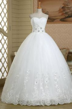 Luxurious Sweetheart Beaded Long Wedding Dress, Floral Lace Appliques Tulle Wedding Gown, Lace-up Floor Length Ball Gown Wedding Dress, #00022579