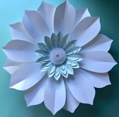 White Paper Flowers, Paper Flowers Craft, Paper Flower Backdrop, Clay Flowers, Flower Crafts, Fabric Flowers, Crepe Paper Flowers Tutorial, Crepe Paper Roses, Paper Bouquet