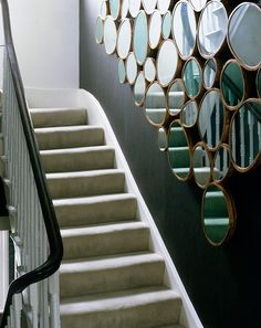 Wooden stairs : inspired with mirrors - Escalier en bois : inspired par des miroirs Decoration Cage Escalier, Hotel Reception, Wooden Stairs, Home Projects, Architecture Design, New Homes, Mirror, Interior Design, Inspiration