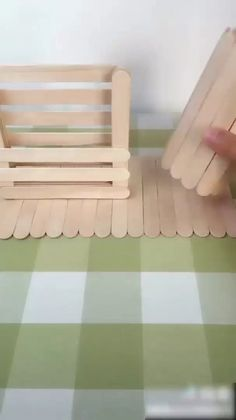 Diy Room Decor Videos, Diy Crafts For Home Decor, Diy Crafts Hacks, Diy Crafts For Gifts, Diy Arts And Crafts, Craft Stick Crafts, Creative Crafts, Fun Crafts, Cardboard Crafts