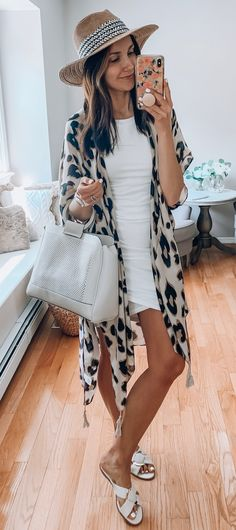 Lovely Summer Outfits To Copy Right Now brown sun hat and leopard-print cardigan Casual Summer Outfits, Spring Outfits, Cute Outfits, Black Outfits, Summer Outfits Women, Boho Outfits, Girl Outfits, Look Fashion, Fashion Outfits