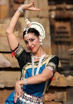 Odissi Dance Costume   Calendar, shcedule of performences, workshops, classes, seminars ...