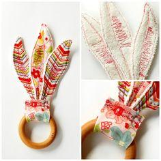 Anneau de dentition bois plumes - cadeau de jouet bébé fille - rose fleurs - Chevron - Eco-Friendly Baby - coutures rouges