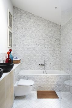 Lambeth Marsh House is a family home renovated by Fraher Architects. Lambeth Marsh House had been left unoccupied for over ten years Modern Toilet, Modern Bathroom, Small Bathroom, Bathroom Layout, Master Bathroom, Contemporary Architecture, Contemporary Design, Architects London, Glass Roof