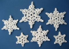 Crochet Snowflake - These stars can be created in 2 or 3 rounds using DK weight yarn. #pattern