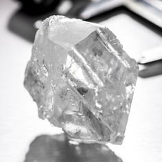 Second only in size to the Cullinan rough diamond of carats that now forms part of the Crown Jewels, given its size and quality the Lesedi la Rona is of real historical significance. Uncut Diamond, Rough Diamond, Minerals And Gemstones, Rocks And Minerals, Gem Diamonds, Rare Gems, Quality Diamonds, Luxury Motorhomes, Editor
