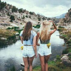 Mes meilleur amies:Leane et Salsabil je vous aime de tout mon coeur