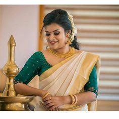 Kerala Saree Blouse Designs, Half Saree Designs, Saree Blouse Patterns, Engagement Saree, Engagement Ideas, Kerala Traditional Saree, Nalli Silk Sarees, Onam Saree, Set Saree