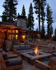 Sitting around an outdoor fire pit with loved ones, gazing at the warm flames under the starry night sky, life is just blissful and magical! As a home and garden designer, I see fire pit on almost … Fire Pit Backyard, Backyard Patio, Backyard Landscaping, Landscaping Ideas, Backyard Ideas, Rustic Backyard, Firepit Ideas, Patio Ideas, Desert Backyard