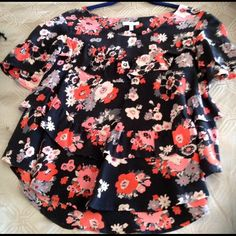 👚 Moving Sale🎈Joie Floral Silk Blouse. Sale🎈 Excellent condition, wore it less than 5 times, two ruffles rounded edges, great w jeans or a dressy pair of slacks or skirt. Reduced! please use offer feature, no PP or trades 🎈 Joie Tops Blouses