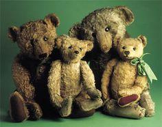 Teddy bear by Margarete Steiff, c. Sweet old bear pals. Old Teddy Bears, Antique Teddy Bears, Steiff Teddy Bear, Teddy Bear Toys, Antique Toys, Vintage Toys, Bear Doll, Old Toys, Plush