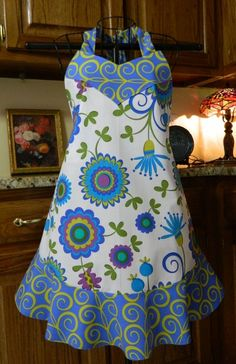 Ooooh! I want an apron like this.. but in PURPLEs!