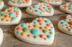 Polka Dot Heart Cookies...just in time for Valentine's day! Awesome design.