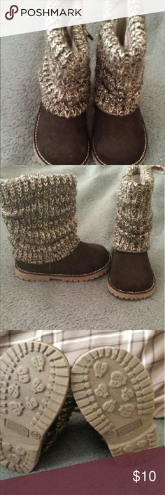 Toddler girls winter boots BNWOT TODDLER GIRL SIZE 6 WINTER BOOTS. SWEATER MATERIAL WITH A SUEDE LOOK. VERY CUTE. MY GRANDDAUGHTER OUT GREW THEM BEFORE SHE COULD WEAR THEM. Shoes Ankle Boots & Booties