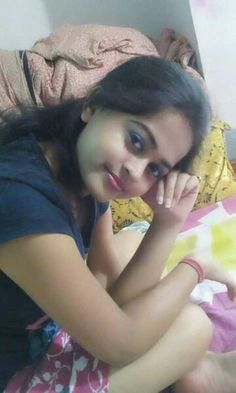 Desi Bhabhi and Desi Wives Hot Pics: Desi Cute Girls and Bhabi Pics Beautiful Girl Indian, Beautiful Babies, Beautiful Women, Beautiful Eyes, Young And The Reckless, University Girl, Packing To Move, Baby Girl Photos, Packers And Movers