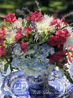 Flower Centerpieces, Monday Morning, Decor Styles, Red And White, Glass Vase, Bloom, Floral, Interiors, Flowers
