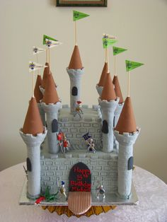 Best Castle Birthday Cakes Ideas And Designs Castle Birthday Cakes, 4th Birthday Cakes, Castle Cakes, Birthday Wishes, Happy Birthday, Knight Cake, Knight Party, Carousel Cake, Medieval Party