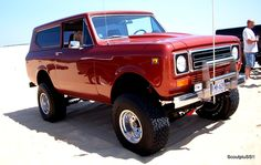 I have soooo always wanted an old Scout like this....