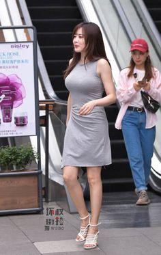 微博 Korean Beauty Girls, Sexy Asian Girls, Korean Girl, Asian Beauty, Fashion Tv, Curvy Women Fashion, Yoga Pants Girls, Female Cyclist, China Girl