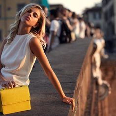 Along the Arno at sunset...with the Arno Satchel, naturally! La Dolce Vita, Espie Roche style. || Ponte Santa Trinita || 🍋🍋🍋 #BenvenutoEspieRoche