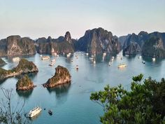 When you think of Vietnam one of the first things that come to mind is the picturesque waters of Halong Bay. This guide will go over a Halong Bay 2 night cruise experience and what you will expect along the way. Hanoi, Puerto Princesa, Vietnam Voyage, Vietnam Travel, Ha Long, Cruise Travel, Asia Travel, Travel News, Countries To Visit