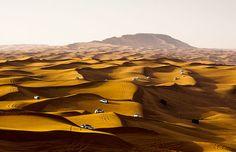 Conduzir pelas dunas no Sharqiya Sands em Omã..   ♥♥