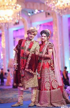 Hindu Wedding Photos, Indian Wedding Poses, Indian Bridal Photos, Indian Bridal Outfits, Bridal Dresses, Indian Bride Photography Poses, Wedding Couple Poses Photography, Couple Wedding Dress, Wedding Couple Photos