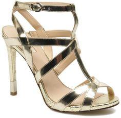 Pin for Later: Cinderella wäre auf diese Schuhe ganz schön neidisch  Guess Sandale (145 €)