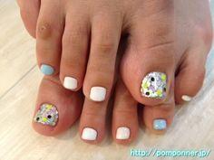 夏にぴったりのキラキラフットネイル The glitter nail foot of good in summer